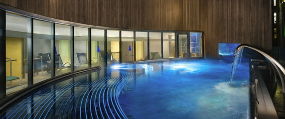 The rooftop hydropool at One Spa in Edinburgh Sheraton